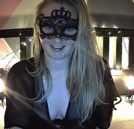 webcamsex assen maskedwoman